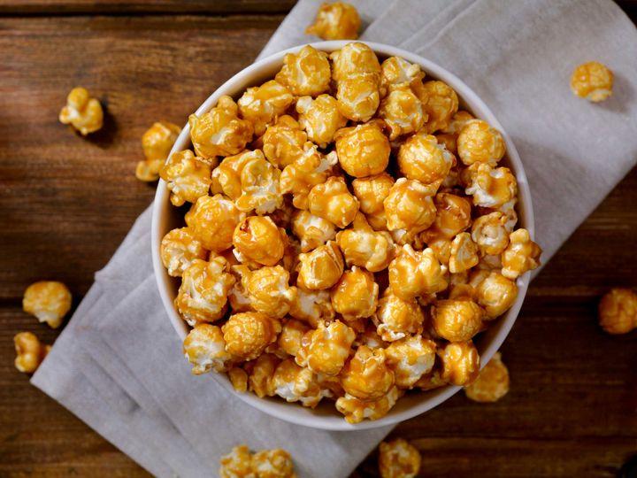Karamell auf dem Popcorn ist ein Klassiker.