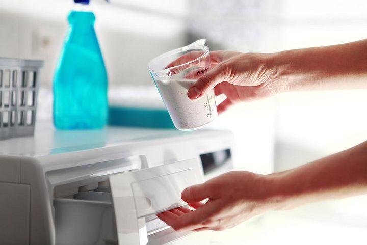 Automatische Dosierung hilft Waschpulver zu sparen.