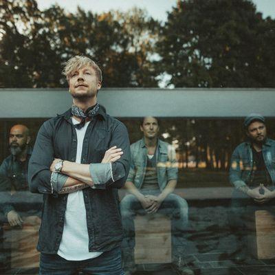 """Sunrise Avenue beschreiten auf """"Heartbreak Century"""" neue musikalische Pfade."""
