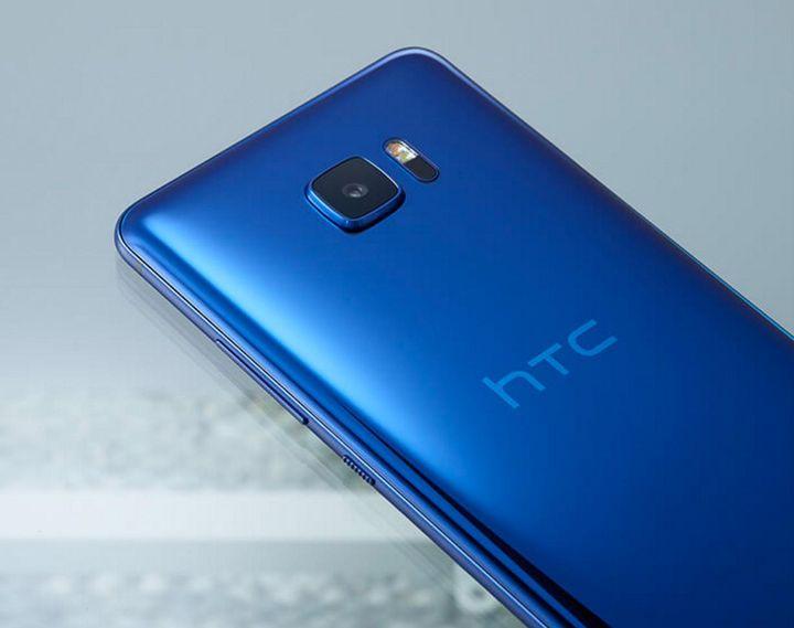 """Mit dem """"HTC U Ultra"""" und dem """"U Play"""" bekommen gleich zwei neue Smartphones eine """"Liquid Surface""""."""