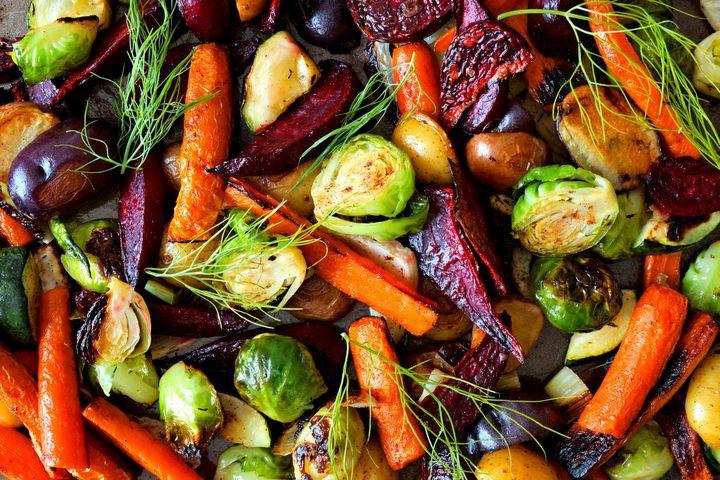 Ofengemüse mit Rosenkohl, Karotte und Rote Rübe.