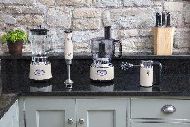 Retro-Vintage-Linie von Russell Hobbs: Stabmixer, Handmixer, Kaffeemaschine und Food Processor in tollem Design.
