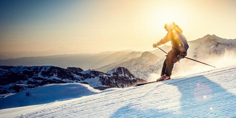 Wintersport und Smartphone passen gut zusammen, wenn die richtigen Apps Auskunft über die Pisten in der Nähe, das Wetter, die Lifte, Webcam-Einblicke, GPS-Daten etc. geben.