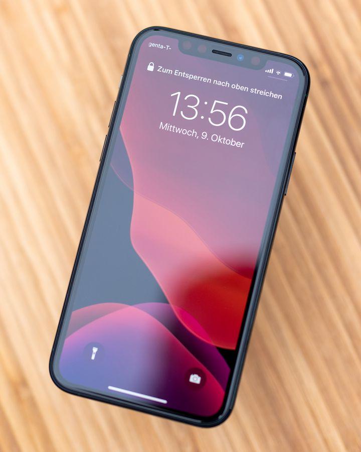 """Mit seinem 5,8 Zoll großen Display ist das neue """"iPhone 11 Pro"""" spürbar kleiner als das """"iPhone 11"""" im 6,2-Zoll-Format oder gar das 6,5 Zoll große """"iPhone 11 Pro Max""""."""