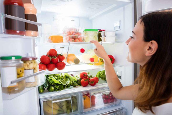 Wenn der Kühlschrank zu wenig kühlt kann das Problem auch an der Außentemperatur liegen.