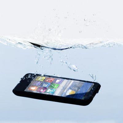 Wenn das Smartphone baden geht: 5 hilfreiche Tipps.