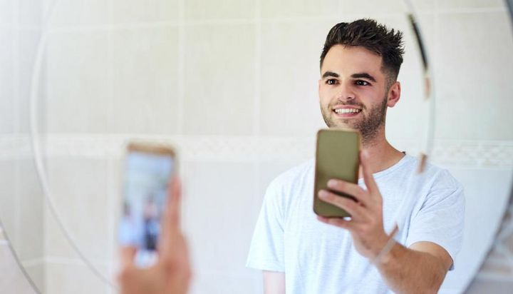 Die besten Tipps für besonders schöne Selfies mit Spiegel.