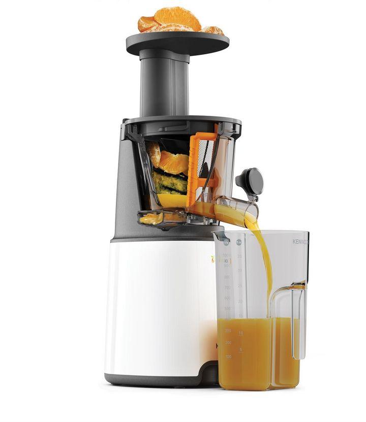 Slow Juicer sind ideal, um Detox-Säfte zuzubereiten.