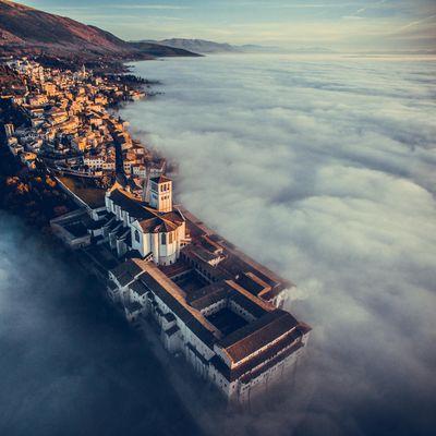 """Basilika Franz von Assisi in Umbria, Italien von """"fcattuto""""."""