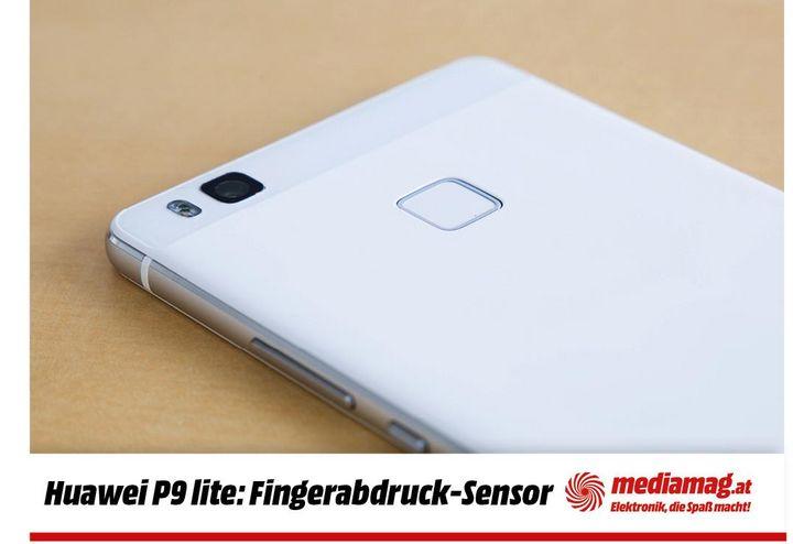 Huawei-typisch ist der Fingerabdrucksensor auf der Rückseite.
