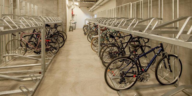 Der Akku von E-Bikes wird bei kalten Temperaturen schneller leer.