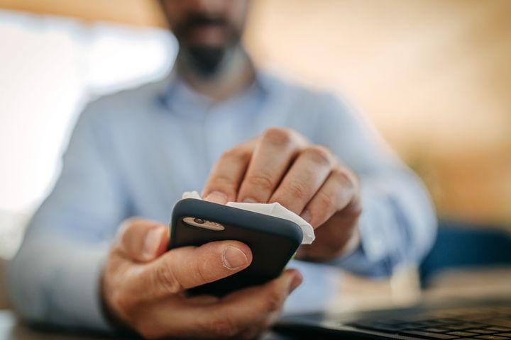 Handybildschirme sind eine Sammelstelle von Bakterien.
