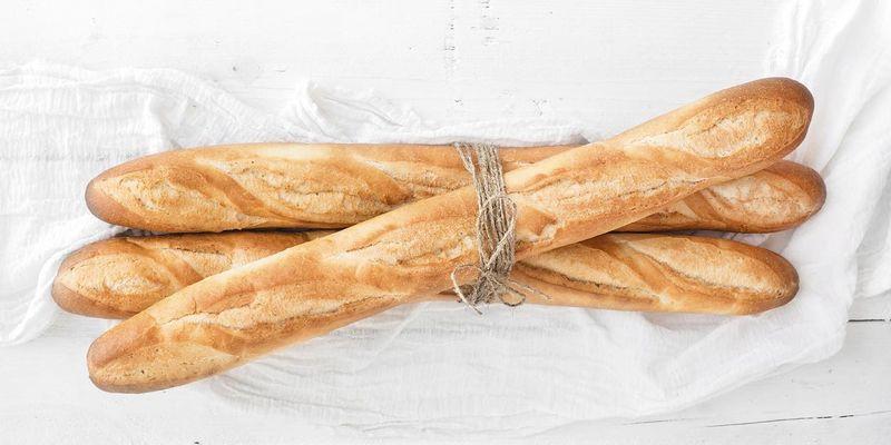 Baguette besteht aus Mehl, Backpulver, Wasser, Meersalz und Joghurt.