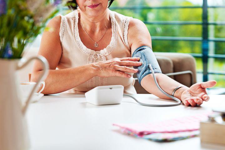 So geht richtiges Blutdruckmessen.