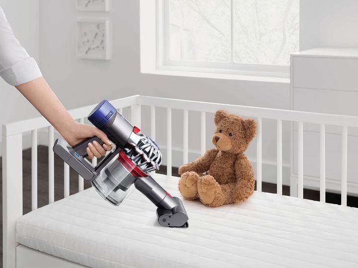 Ein schneller Griff zum Akkusauger erledigt kleine Reinigungsarbeiten.