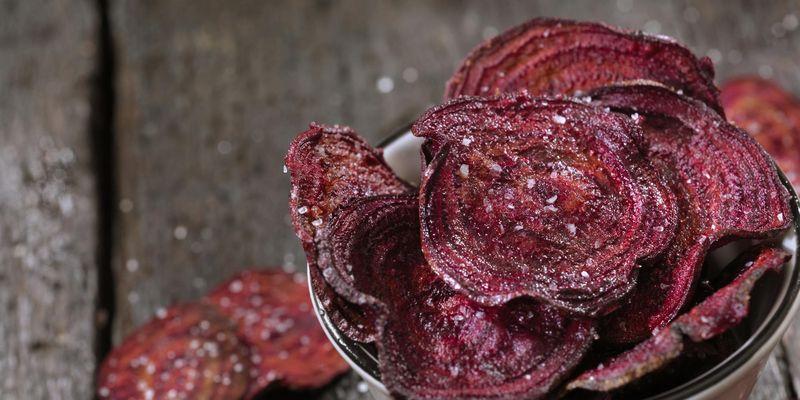 Für diesen Snack benötigt man knackiges Gemüse und eine Heißluftfritteuse.