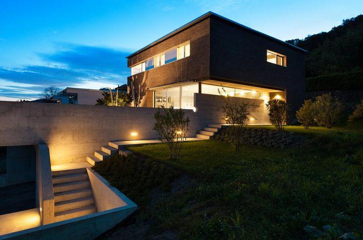 Licht per Bewegungsmelder sorgt für Sicherheit rund um das Haus.