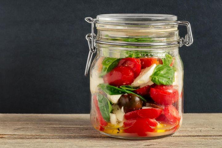 Suppen, Eintöpfe, bunt gemischte Salate, Pseudogetreide und Reis sind ideal für die Speisenzubereitung im Glas.