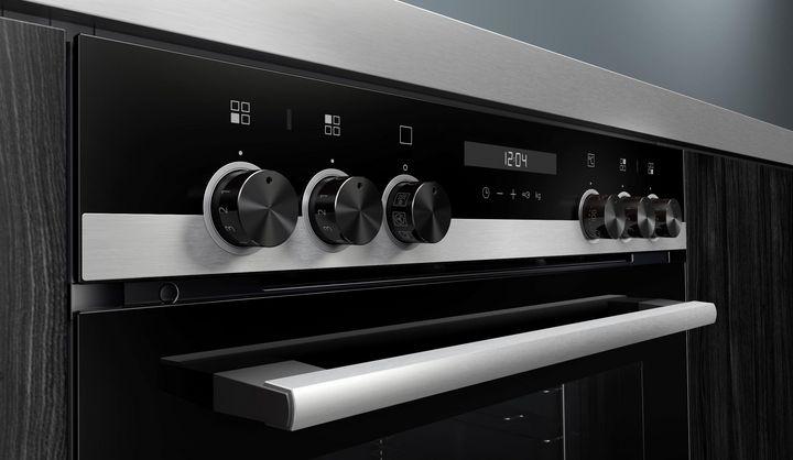 """Smarte Küche: Die Siemens iQ500-Serie kann dank """"Home Connect""""-App auch mit Alexa bedient werden."""
