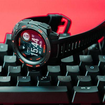 Die Smartwatch Garmin Instinct Esports