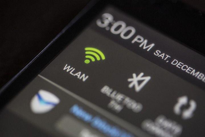 WLAN oder Bluetooth können den Kopfhörerempfang stören.