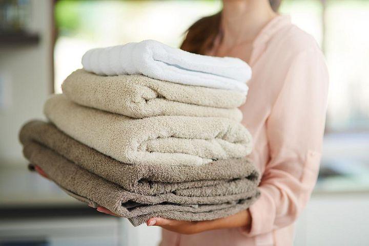 Handtücher vertragen hohe Temperaturen im Trockner.
