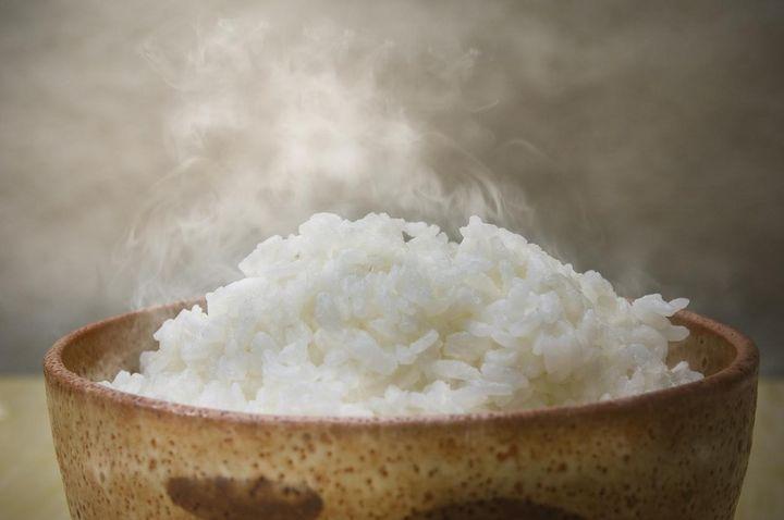 Aufgewärmter Reis muss dampfen.