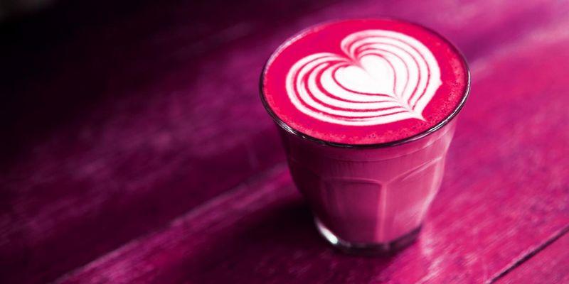 Pink Latte gehört zu den spannendsten Kaffee-Trends.