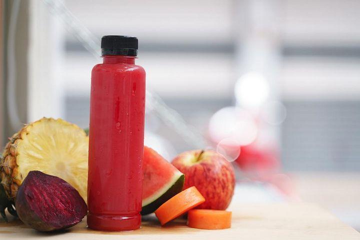 Frische Fruchtsäfte liefern wertvolle Vitamine.