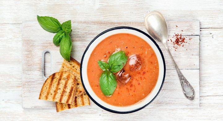 Mixer-Rezept: Tomaten-Suppe, die heiß oder kalt genossen werden kann.