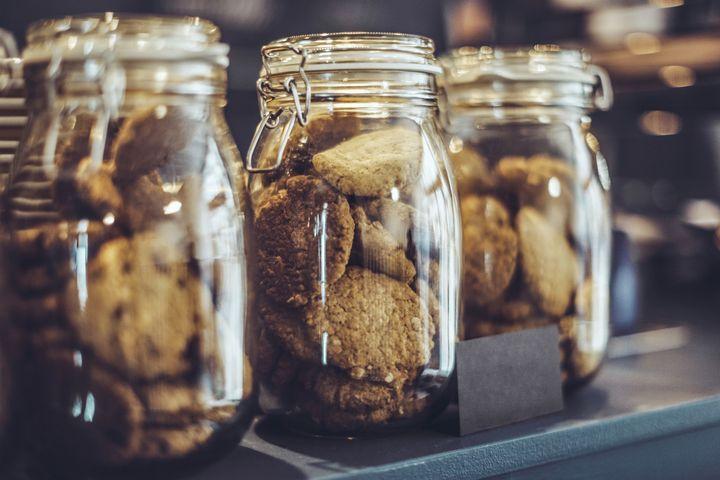 Selbstgebackene Kekse zu verschenken macht Freude