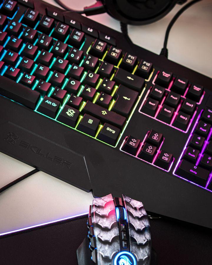 """Die Tastatur """"Skiller SGK4"""" ist mit Hintergrundbeleuchtung ausgestattet."""