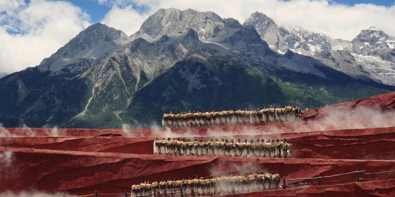 Lokale Tänzer am Yulong Berg in China, von Xing Chen aus China, Kategorie Landschaft, Sony World Photography Award 2019.
