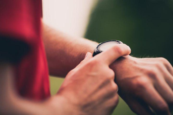 Die Smartwatch hilft, Trainingspausen einzuhalten.