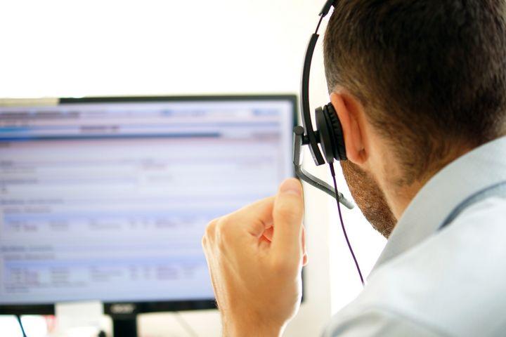 Ein Headset für Anrufe oder Videokonferenzen.