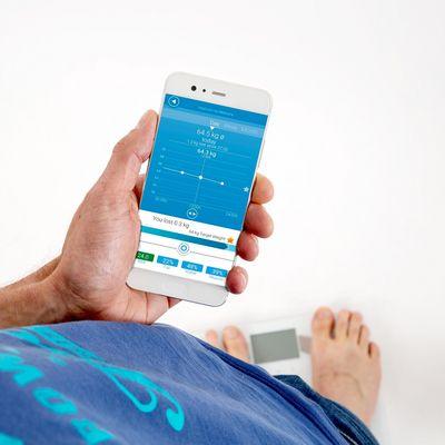 Medisana Waage verbindet sich per Bluetooth mit dem Smartphone.