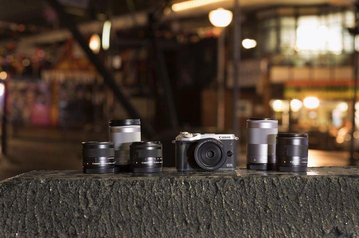 Mit dem Kauf einer Systemkamera legt man fest, welches Zubehör kompatibel ist.