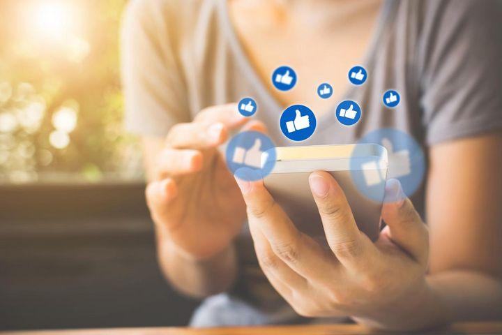 """Social Media: So funktioniert der """"Daumen hoch"""" und das Herz."""