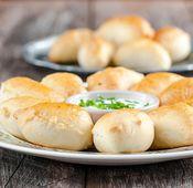 Diese kleinen Teigtaschen sind der Superstar in ihrer polnischen Heimat.  Sie werden mit Kartoffeln, Sauerkraut, Pilzen oder Fleisch gefüllt. Am besten schmecken sie in Butterschmalz gewälzt und mit gerösteten Zwiebeln oben drauf.