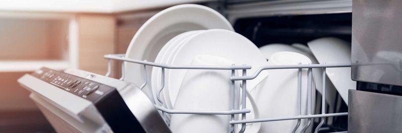 Strom und Wasser sparen beim Geschirrspülen, so geht's.