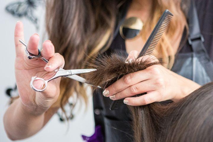 Ein Haarschneideset ist ideal zum Haareschneiden und Bart trimmen.