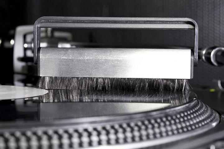 Platten immer mit dem richtigen Equipment reinigen.