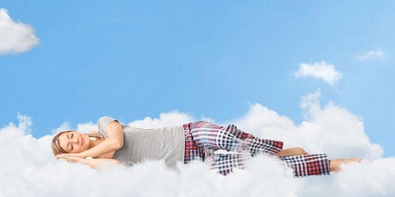Das Schlafverhalten kann mit Fitnesstrackern und Smartwatches analysiert werden.