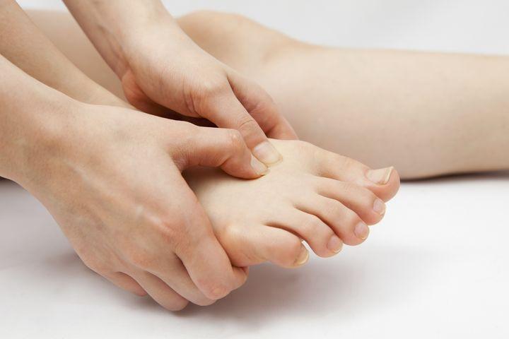 Regelmäßige Pflege hält Füße gesund.