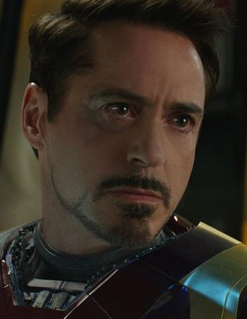 Iron Man kämpft gegen Captain America in Civil War.