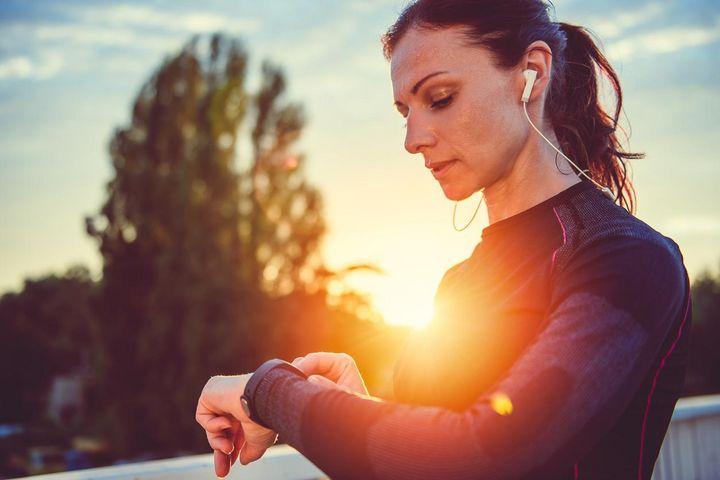 Smartwatches und Fitnesstracker messen Sauerstoffwerte im Blut.