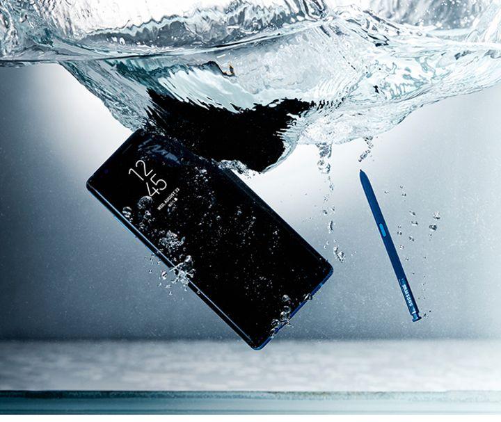 """Spritzwasserschutz macht das """"Galaxy Note8"""" besonders sicher."""