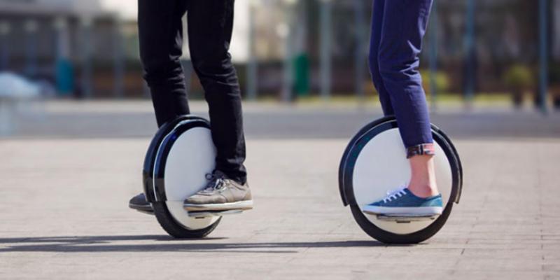 Mit einem One Wheel wird das Gleichgewicht trainiert.