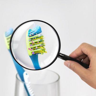 Abgenutzte Borsten verlieren ihre Reinigungskraft.