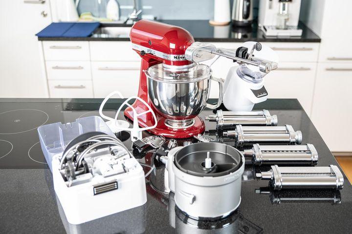 """Die """"Artisan"""" Küchenmaschine von KitchenAid ist für sich genommen schon ein echter Alleskönner."""